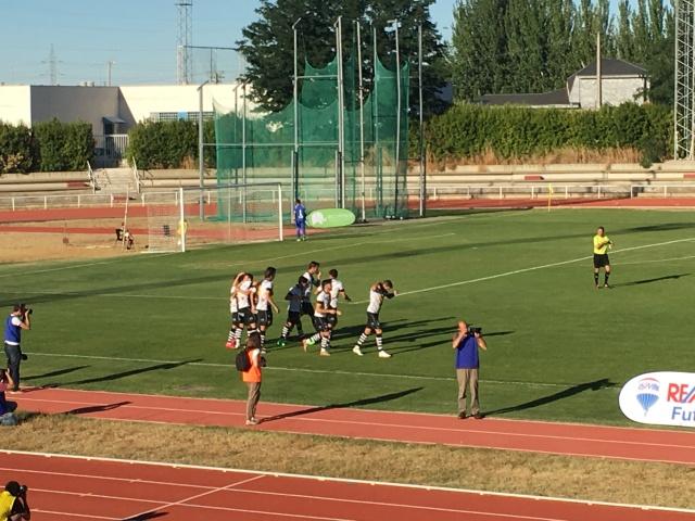 Los jugadores de Unionistas celebran el primer gol de la temporada. Fuente: 'Fútbol y Listo'
